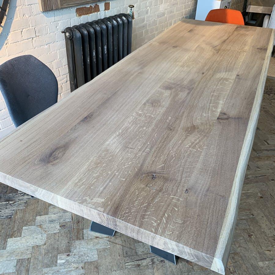 Dakota Table