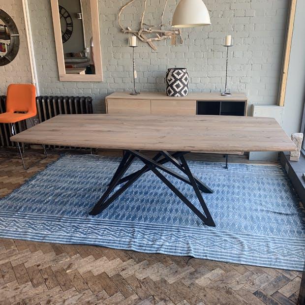 Skorgen Table