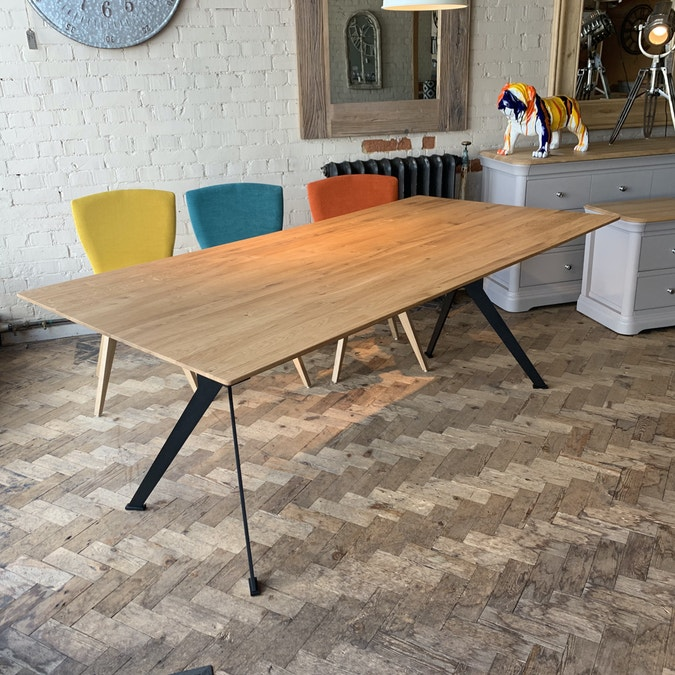 Sputnik Table