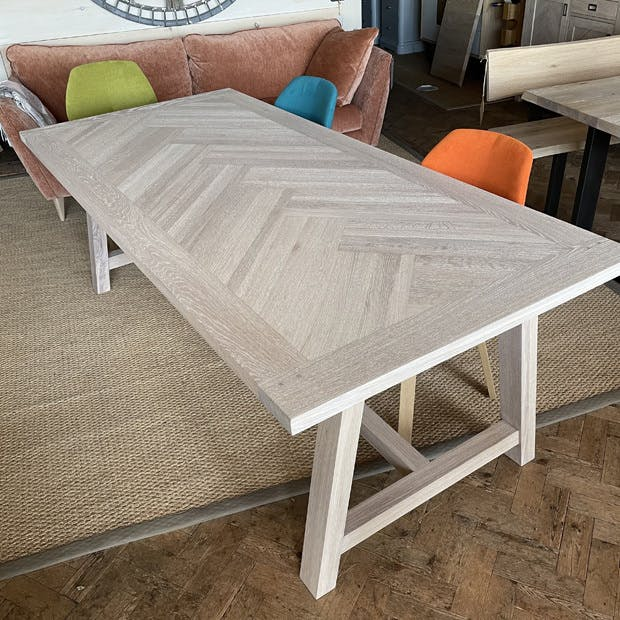 Audrey Table